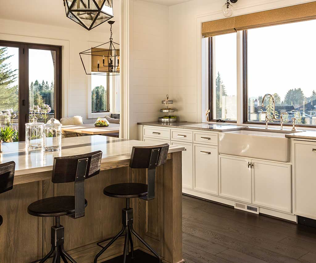Beautiful Kitchen in New Luxury Home with Island